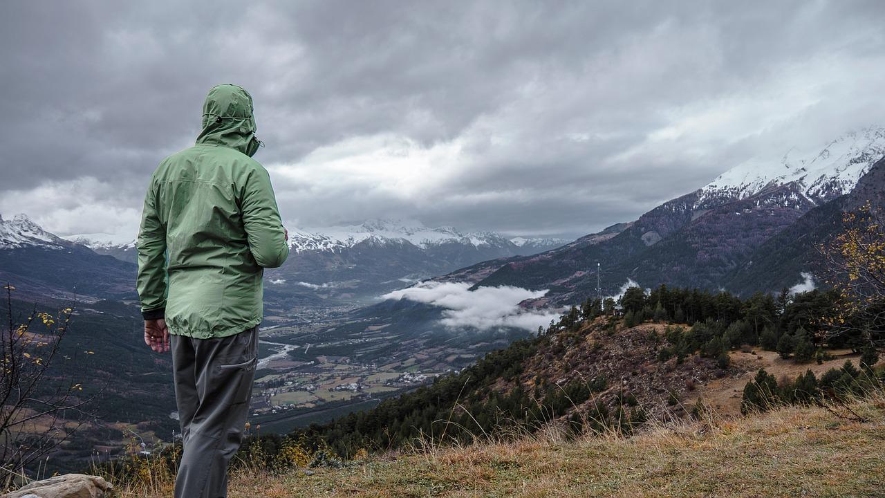 Bezpieczeństwo wgórach: Jak chronić się przedburzami?